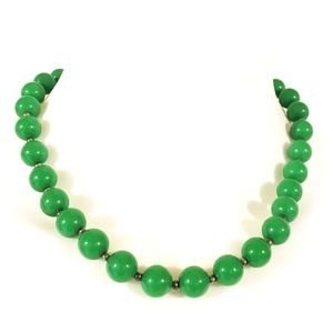 Vintage authentic Bakelite kelly green necklace